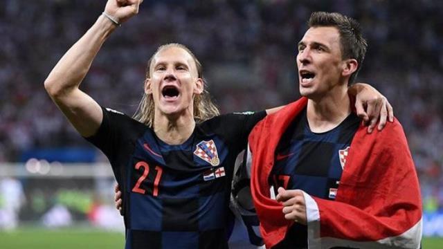 Oynayamadığı maçların parasını gençlere bağışlayan Mandzukic, alkış topladı