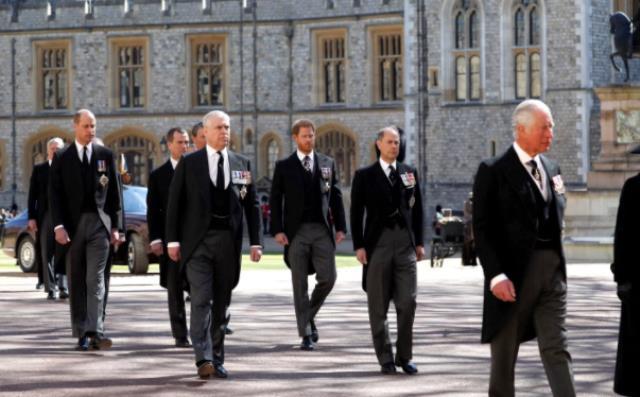 Prens Philip'in cenaze töreni buzları eritti mi? Prens Harry ve William ilk kez yan yana geldi