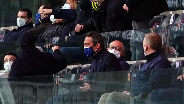 Koronavirüsü atlatıp maça gelen Başkan Ali Koç, tribünde iftarını açtı
