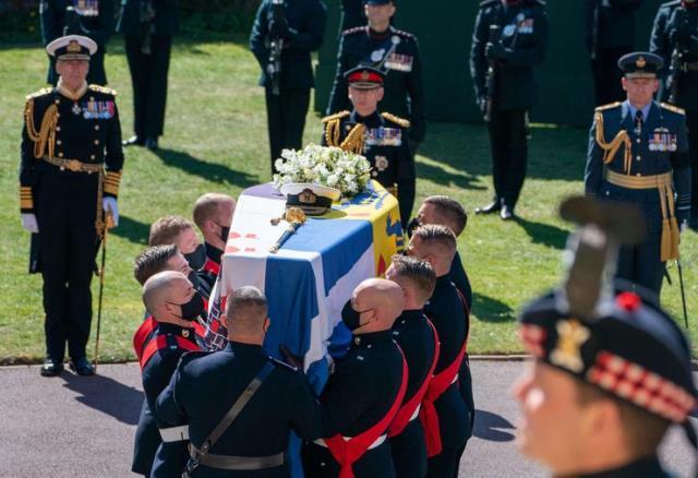 Kraliçe Elizabeth'in cenaze töreninde elinden bir an olsun düşürmediği çantanın sırrı çözüldü