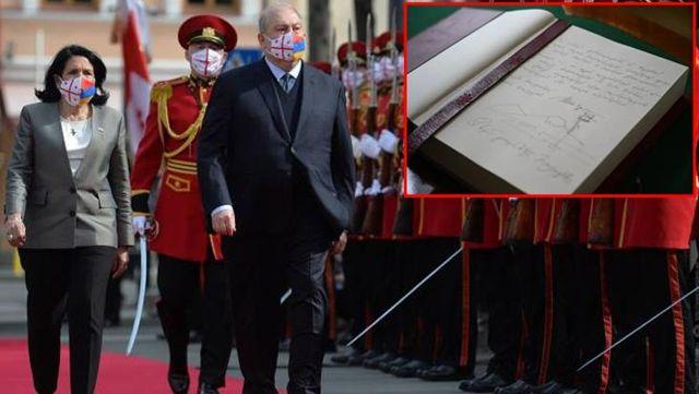 Kritik görüşmeye damga vuran olay! Ermenistan Cumhurbaşkanı Sarkisyan şeref defterine Ağrı Dağı'nı çizdi