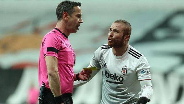 Gökhan Töre, who caused the penalty, reproached the referee Özkahya, whom he came across in the parking lot.