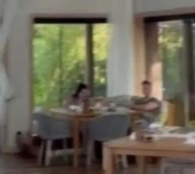 Aralarındaki aşk iddialarını yalanlayan Hande Erçel ve Kerem Bursin tatilde görüntülendi