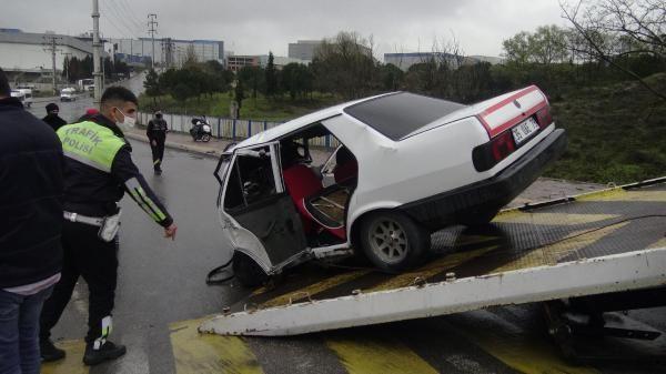 Minibüs ile otomobil kafa kafaya çarpıştı, yol ortasında can pazarı yaşandı