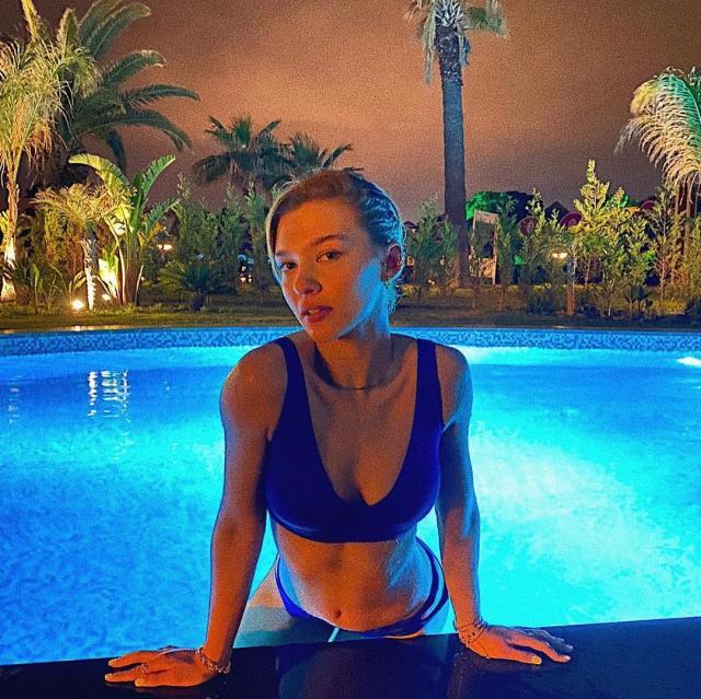 Melisa Döngel gece havuza girdi, bikinisiyle sosyal medyayı salladı