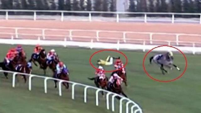 Another disastrous accident at horse races in Adana: 4 jockeys fell, 3 were hospitalized