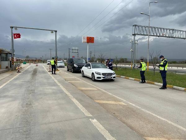 Bursa'nın girişinde polis, çıkışında jandarma denetimlerini artırdı