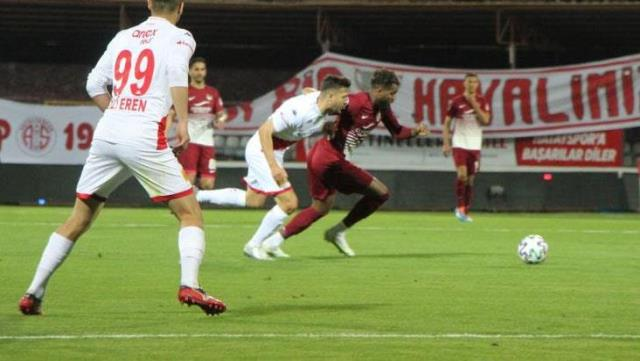 Boupendza storm, which is at the top of the top goal kingdom, also blew against Antalyaspor, Hatay reached 3 points.