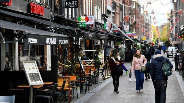 Hollanda: Vaka artışı ve sağlık çalışanlarının itirazına rağmen 28 Nisan'dan itibaren önlemler gevşiyor