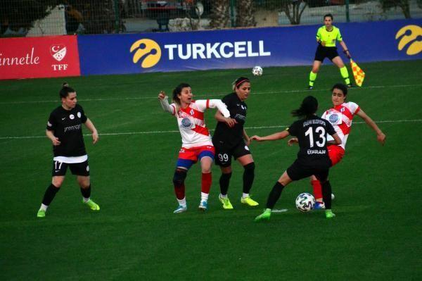 Kadın Futbol Ligi'nde gruplardaki 2'nci maçlar devam ediyor