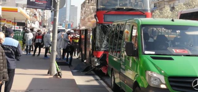 Çift katlı halk otobüsü tünel içerisinde bariyerlere ok gibi saplandı