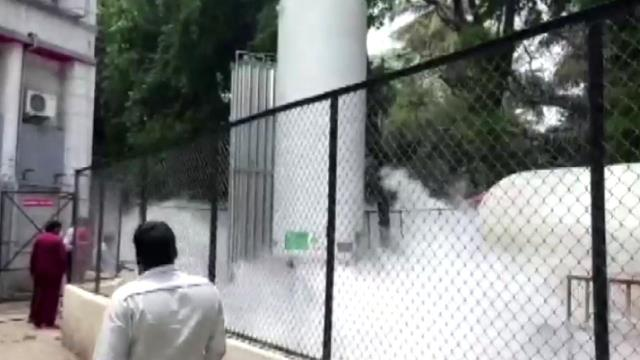 Hindistan'da hastanede oksijen faciası! 22 kişi öldü, her yeri beyaz duman kapladı