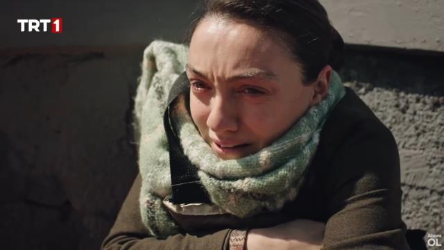 Masumlar Apartmanı'nda yürekleri ağza getiren sahne! Anıl, Gülben'i terasta köşeye sıkıştırdı