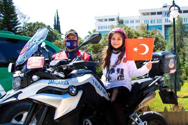 Son dakika haberleri... '23 Nisan'da Çocuk Gözüyle Jandarma' resim yarışması