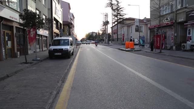 AFYONKARAHİSAR - Kısıtlamanın başlamasıyla sokaklar boşaldı