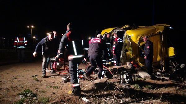 Son dakika haberi | Tatvan'da TIR ile kamyonet çarpıştı: 1 ölü, 2 yaralı