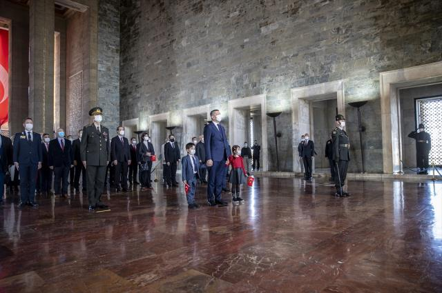 23 Nisan dolayısıyla TBMM Başkanı Şentop ve devlet erkanı Anıtkabir'de
