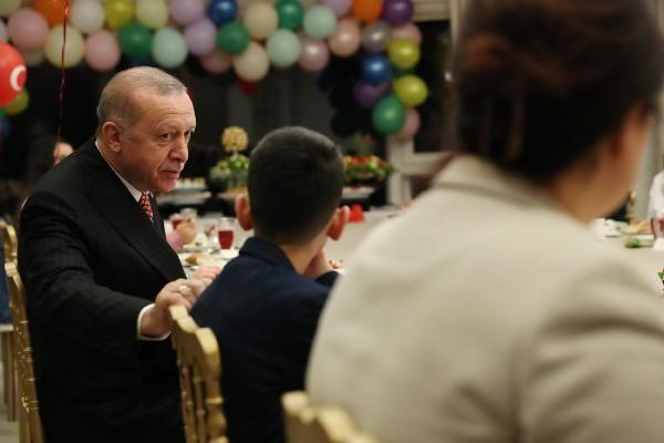 Cumhurbaşkanı Erdoğan, Huber Köşkü'nde çocuklarla buluştu