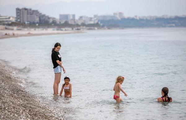 Kısıtlamadan muaf turistler, Konyaaltı Sahili'nde