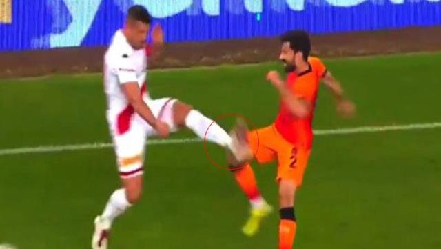 My reproach from Şener, who remained on the ground with Podolski's base, to the referee Kalkavan: How did they not call from VAR, not red!