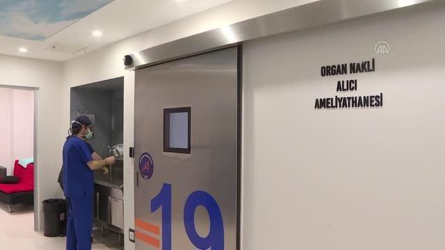 AA ekibi, sağlık çalışanlarının 'hayat kurtaran' zorlu mesaisini görüntüledi