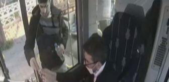 Ezan: Halk otobüsü şoförü, iftar vaktinde yemeğini yolcusu ile paylaştı