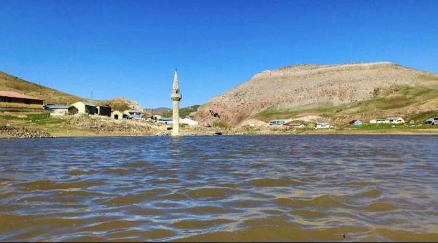 Son dakika haberi! Su altından yükselen minare görsel şölen sunuyor