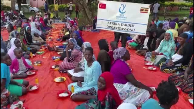 Amasyalı çift düğün yemeklerini Uganda'da ihtiyaç sahiplerine verdi