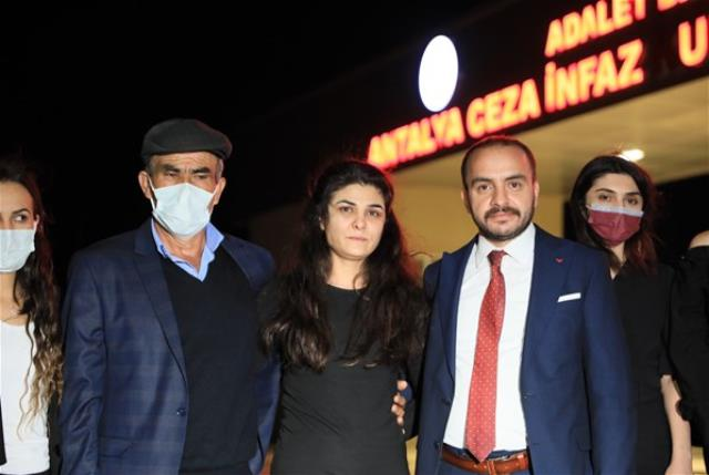 107 gün sonra tahliye olan Melek İpek, kızlarıyla birlikte tatile çıktı