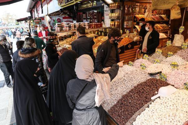 İğne atsan yere düşmez! Mısır Çarşısı'nda 'kapanma alışverişi' yoğunluğu
