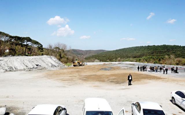 Galatasaray'ın Kemerburgaz Tesisleri'ne silahlı baskın! Araziye iki kamyon dolusu hafriyat döktüler