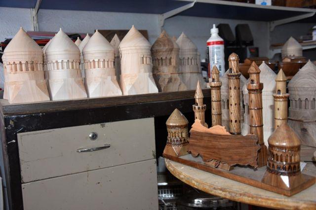 Hobi olarak başladı, şimdi tarihi yapıların maketini üretiyor