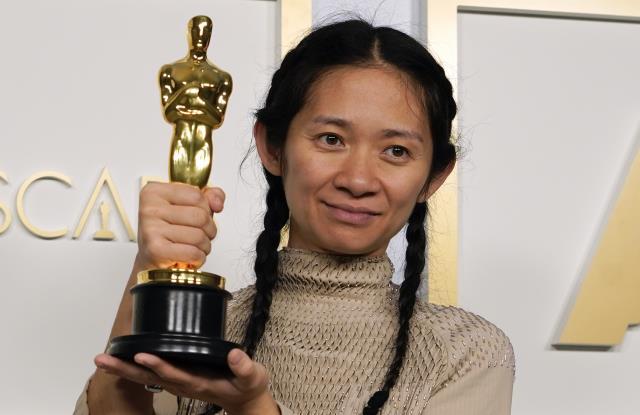 Oscar kazanan Nomadland filminin yönetmeni Chloé Zhao, ülkesi Çin'de sansüre uğradı