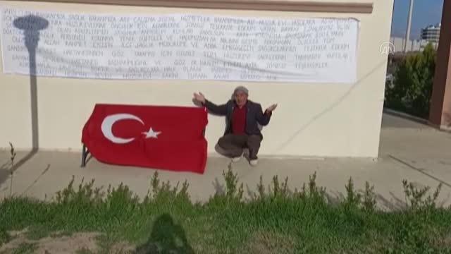 AFYONKARAHİSAR - Huzurevi sakini kendi hazırladığı pankart ile devlet yetkililerine teşekkür etti