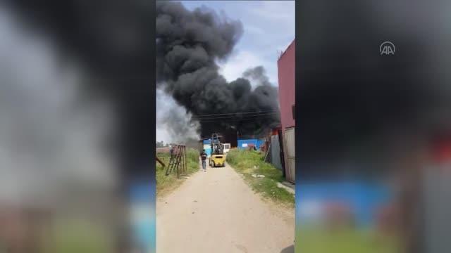 Atık toplama tesisinde çıkan yangın hasara neden oldu