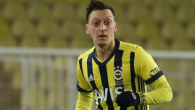 Emre Belözoğlu, Mesut Özil'le yaptığı özel görüşmede açık konuştu: Bu sezon şana şans vermeyeceğim