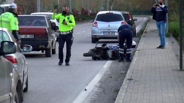 Hafif ticari araç motosiklete çarptı: 1 yaralı