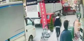 Ticari Araç: Kontrolden çıkan yolcu otobüsü 5 araca böyle çarptı