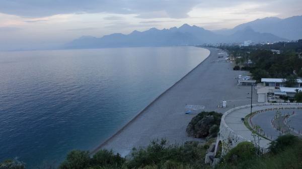 Antalya'da kısıtlama öncesinde yoğunluk, sonrasında sessizlik
