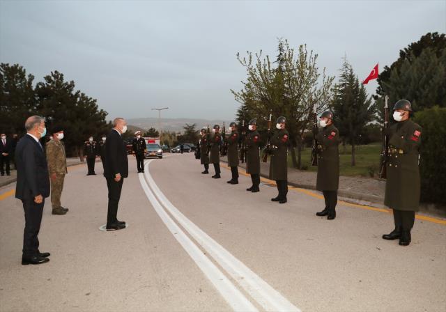 Cumhurbaşkanı Erdoğan, iftarda askerlerle bir araya geldi
