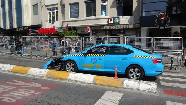 Taksim'de taksi çekiciden düştü, sürücü çılgına döndü