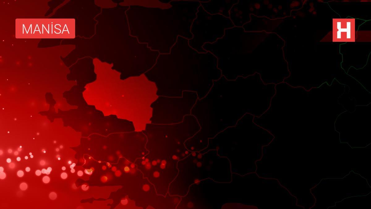 Manisa'da devrilen traktörün sürücüsü yaralandı