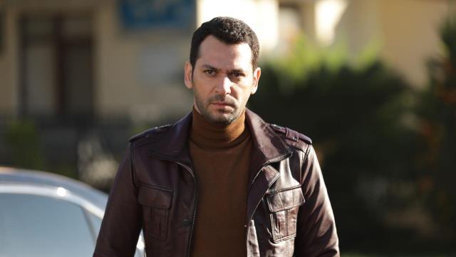 Oyuncu Murat Yıldırım, tam kapanma başlamadan önce ihtiyaç sahiplerine koli dağıttı