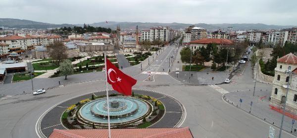Sivas'ta cadde ve sokaklar bomboş