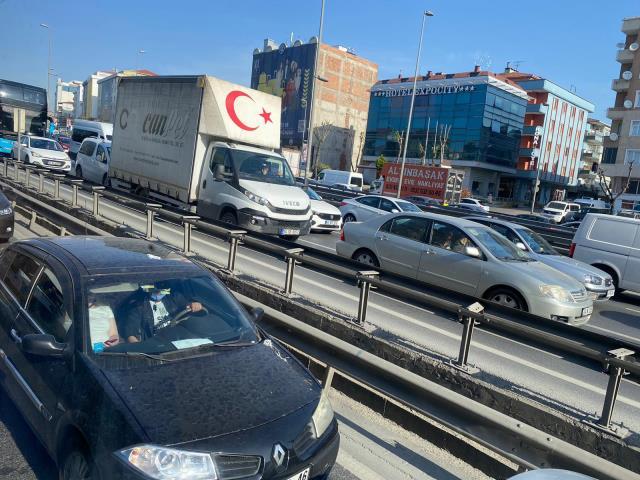 Tam kapanmanın ilk gününde trafik aldı başını gitti! Vatandaşlar da şaşkın
