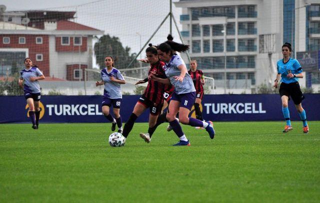 Turkcell Kadın Futbol Ligi'nde yarı finalistler belli oldu