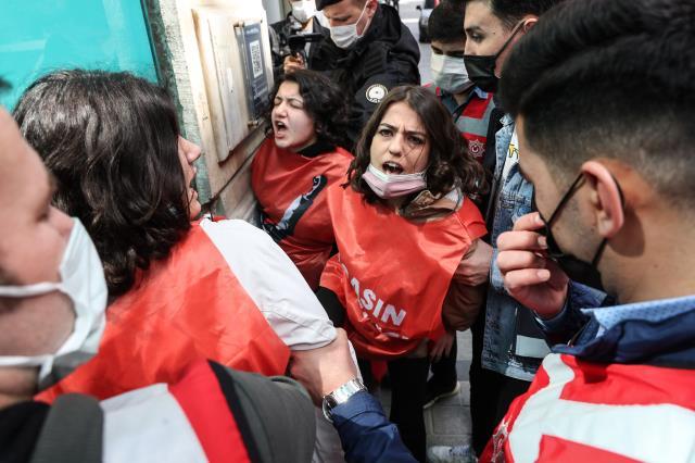 1 Mayıs yürüyüşleri nedeniyle Taksim'e çıkmak isteyen 212 kişi gözaltına alındı