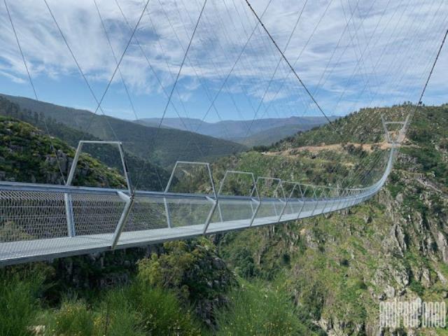 Dünyanın en uzun yaya asma köprüsü Portekiz'de açıldı