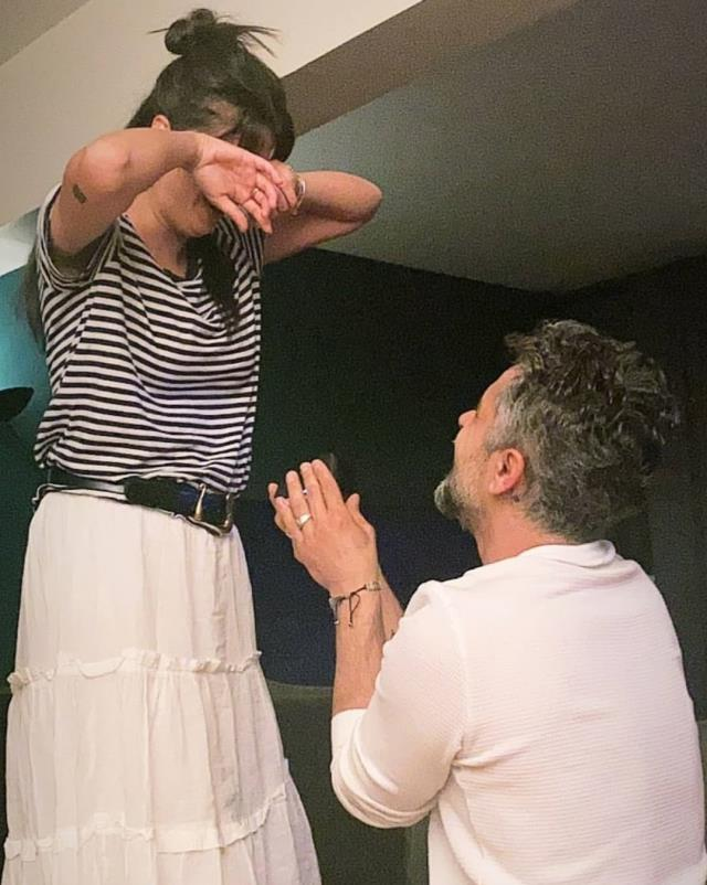 Evlilik yolunda ilk adımı atan oyuncu Umut Kurt, sevgilisine evlilik teklifi etti