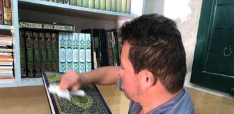 Ezan: El Halil'de okuma yazma bilmeyen down sendromlu Filistinli camide ezan okuyor